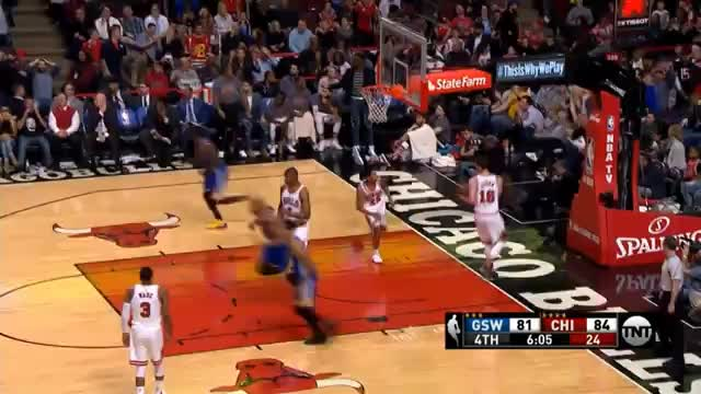 Steph Curry versenkt Jumper gegen die Bulls