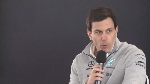 """F1: Wolff: """"Nico hat uns vor den Bus geworfen"""""""