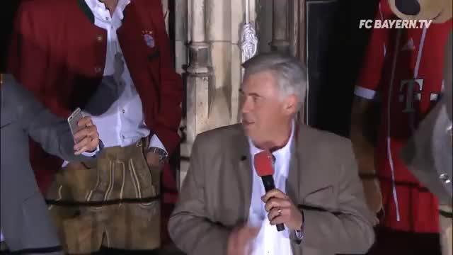 """Carlo """"Pavalotti"""" mit Ständchen auf Meisterfeier"""