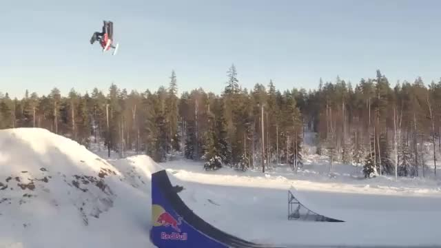 Freestyle Snowmobile: Irrer Rampen-Weltrekord