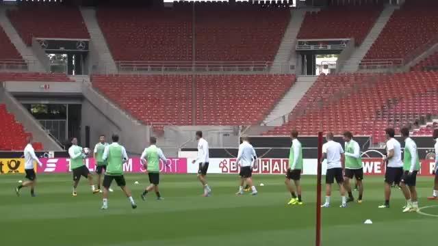 """Handball-Kopfball-Tor mit """"Killer"""" Özil"""