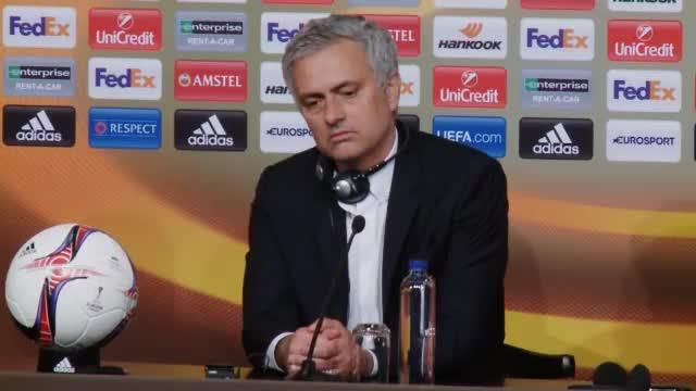 Mourinho hofft, dass der Titel Manchester ein bisschen glücklicher macht