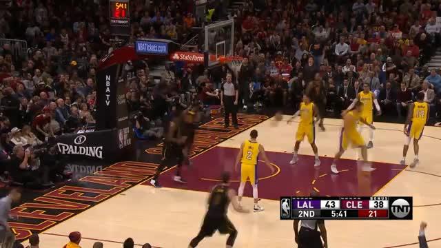 Triple-Double! LeBron zieht mit Legende gleich