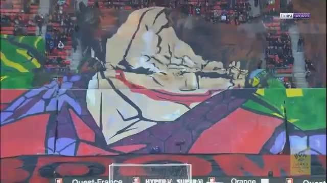 Rennes-Fans mit riesiger Joker-Choreo im Derby