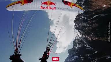 Spektakuläre Bilder: Paragliding mal anders