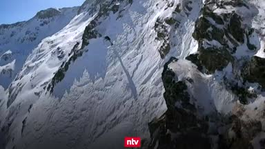 Waghalsige Freerider stürzen sich die Berge runter