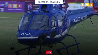 Impfstoff-Lieferung per Helikopter verzögert Fußball-Spiel