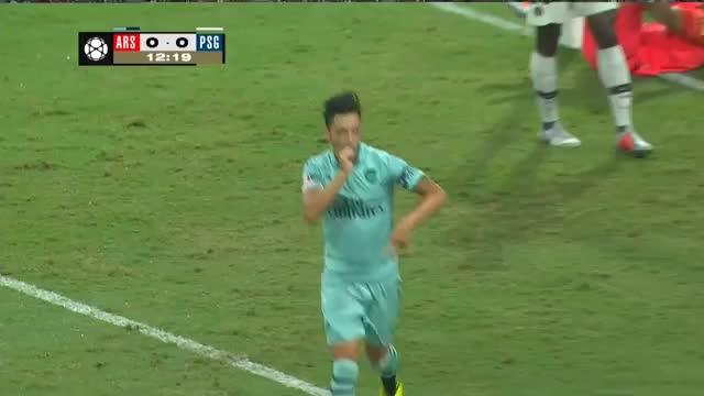 Arsenal fertigt PSG ab – Kapitän Özil trifft