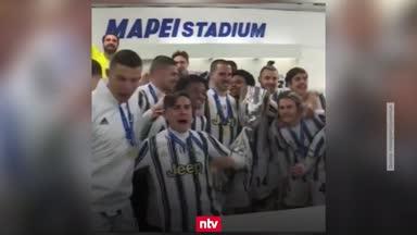So lässt es Juve nach dem Supercoppa-Sieg krachen