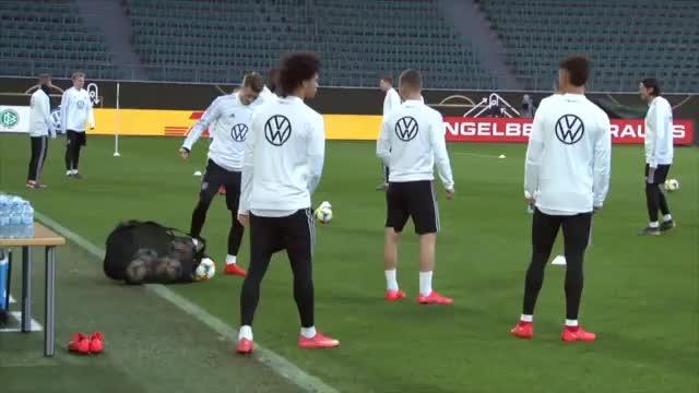 DFB-Elf oder Elftal: Wer hat die Nase vorn?