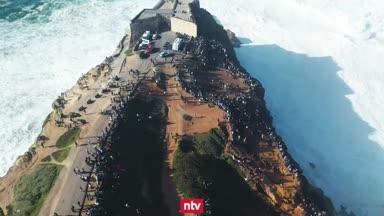 Surfen in den Mega-Wellen von Nazaré
