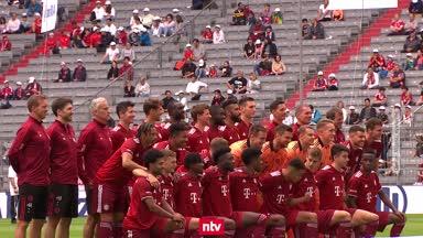 Alle Stars beisammen! Der FC Bayern präsentiert sein Team