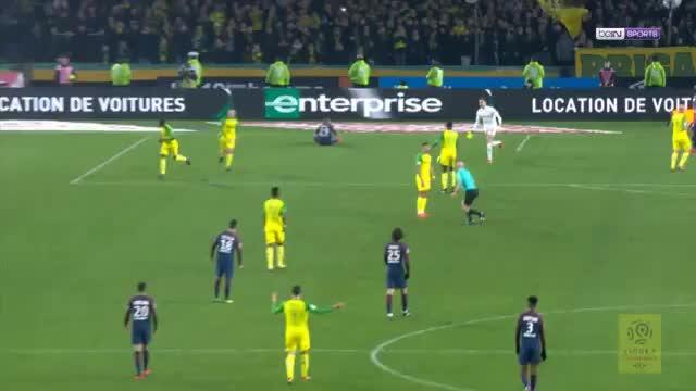 Schiedsrichter sorgt für Skandal bei PSG-Sieg