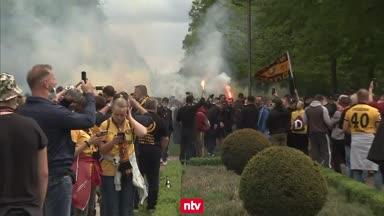 """Polizei in Dresden """"unter massivem Beschuss"""""""