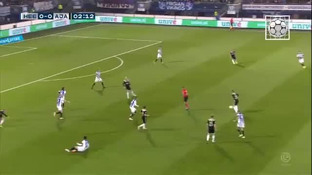 Lasse Schönes Traumtor bringt Ajax auf Kurs