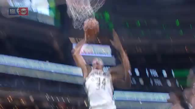 Spin und Dunk: Antetokounmpo at his best