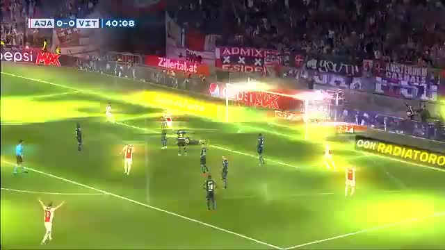 Tadic-Doppelpack lässt Ajax vom Titel träumen