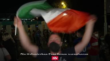 Tifosi feiern den Auftaktsieg gegen die Türkei