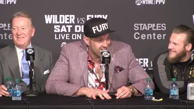 Boxen: Verrückt! Tyson Fury feiert und singt