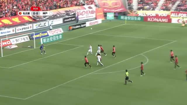 J-League: Iniestas Traumlupfer auf Podolski