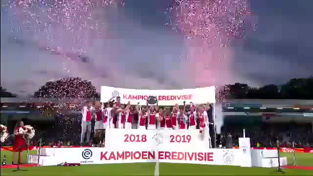 Torschützenkönig Tadic schießt Ajax zum Titel