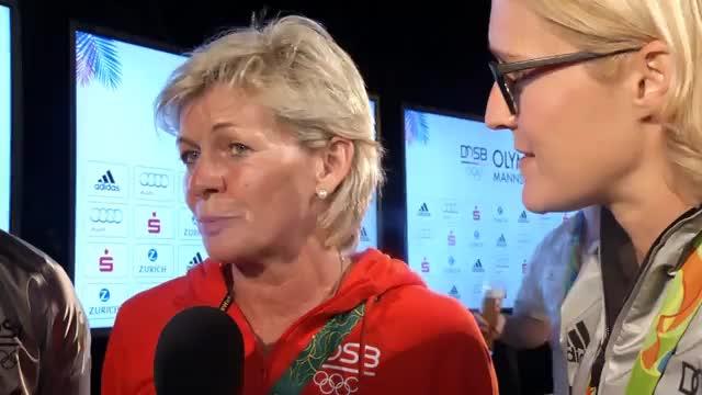 Photobomb! Tanzbär crasht Neid-Interview