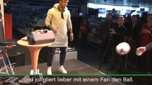 Bayern-Star Costa zaubert bei Autogrammstunde