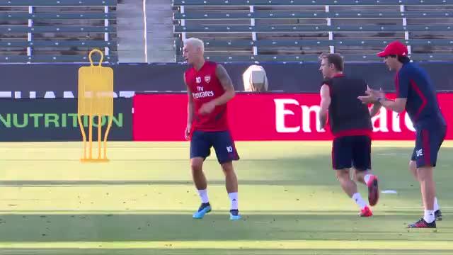 Wette verloren: Özil jetzt platinblond!