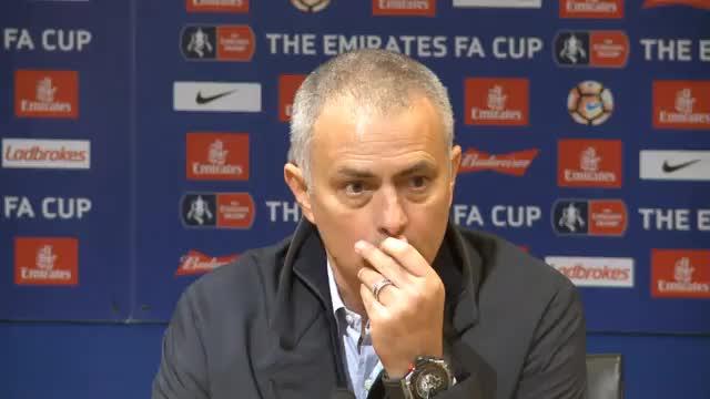 Mourinho: Schweinsteiger wird bleiben