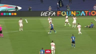 Locatelli schießt Italien ins Achtelfinale