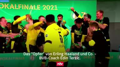 Bierdusche! BVB-Stars crashen PK und feiern Terzic